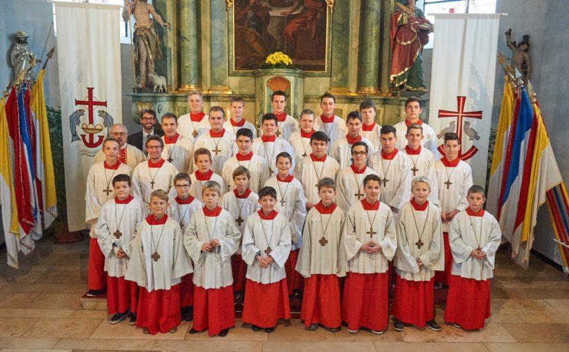 Messdiener St. Gertrud begrüßen fünf neue Ministranten