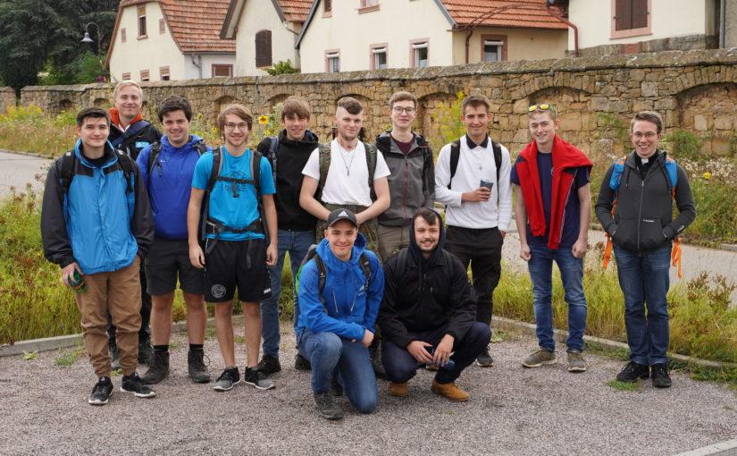 Messdienerratswanderung zur St.-Anna-Kapelle mit Kpl. Peter Heinke