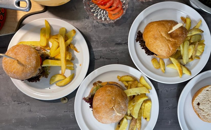 Burgerbude an der Coronakerwe ein voller Erfolg